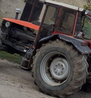 Ciągnik rolniczy marki SAME LASER