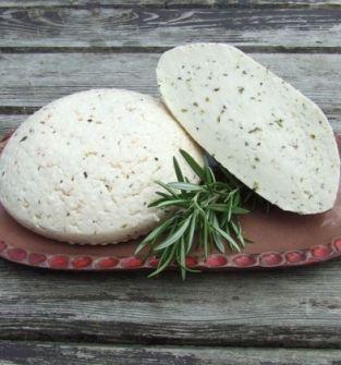 Setek podpuszczkowy z mleka krowiego z ziołami prowansalskimi